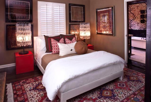 интерьер спальни с восточным ковром