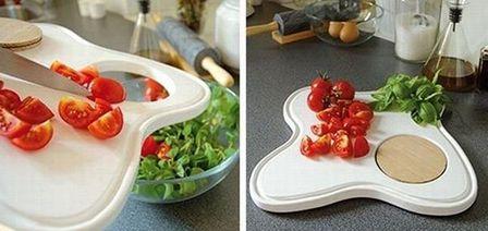 разделочная доска с отверстием для нарезанных продуктов