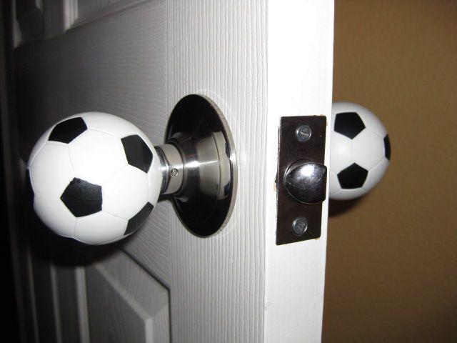 дверные ручки - футбольные мячи