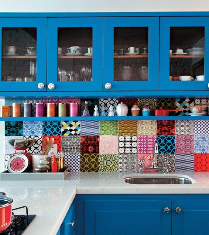мозаичный фартук на кухне в стиле пэчворк