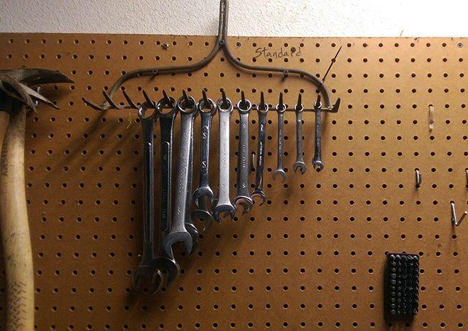грабли - вешалка для гаечных ключей