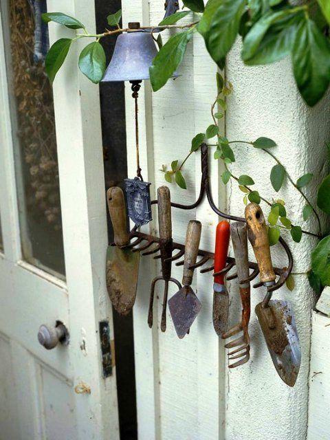 грабли для садовых инструментов