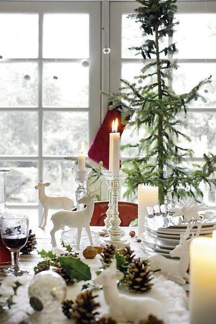 идеи украшения новогоднего стола с шишками