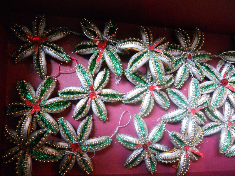 новогодние украшения из металлических крышечек
