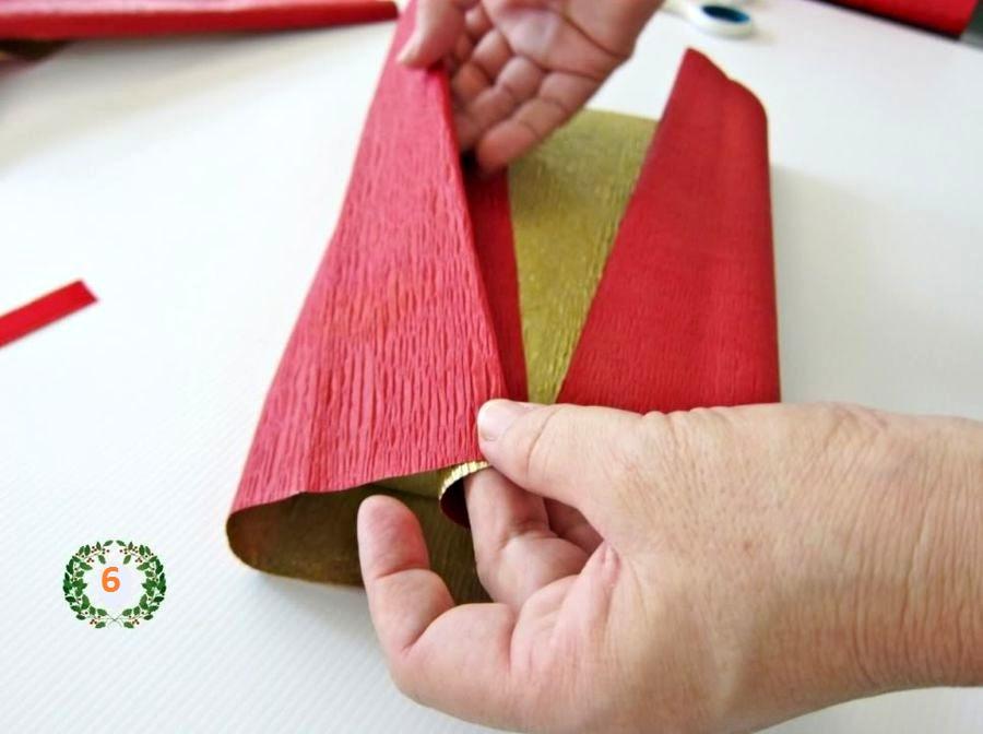 упаковка подарка в бумагу с елочкой шаг 4