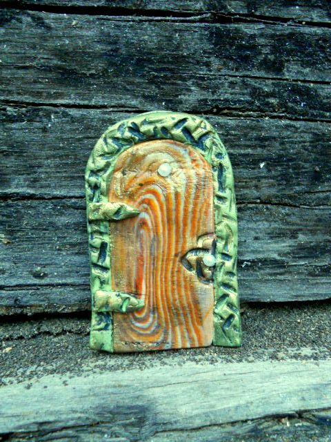 дверь для гномика из полимерной глины 01