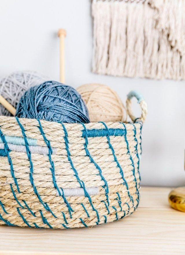 -из-веревки-для-вязания-и-шитья Корзина для белья своими руками, варианты используемых материалов