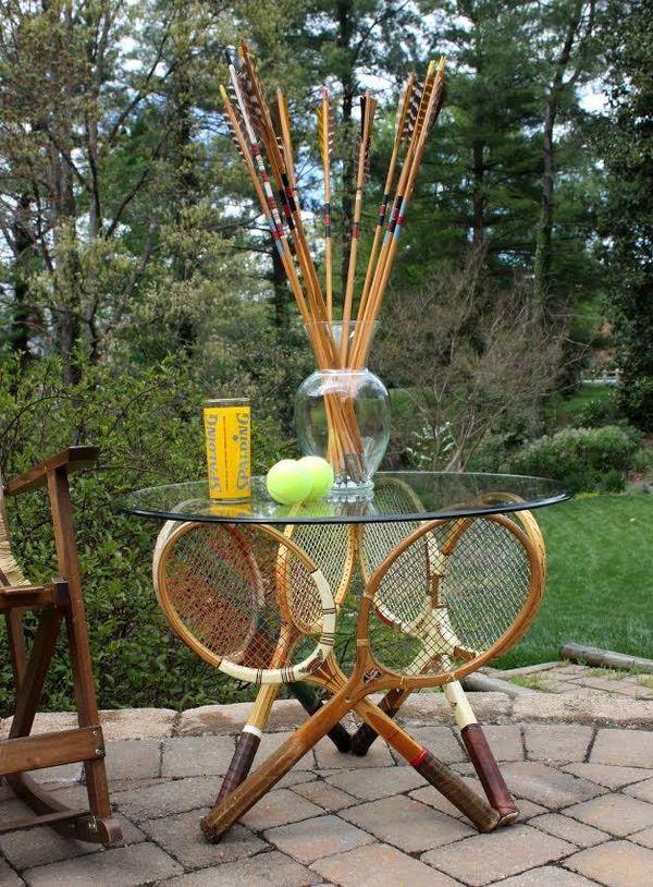 стол из теннисных ракеток