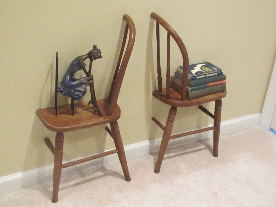 полки из старых стульев в интерьере