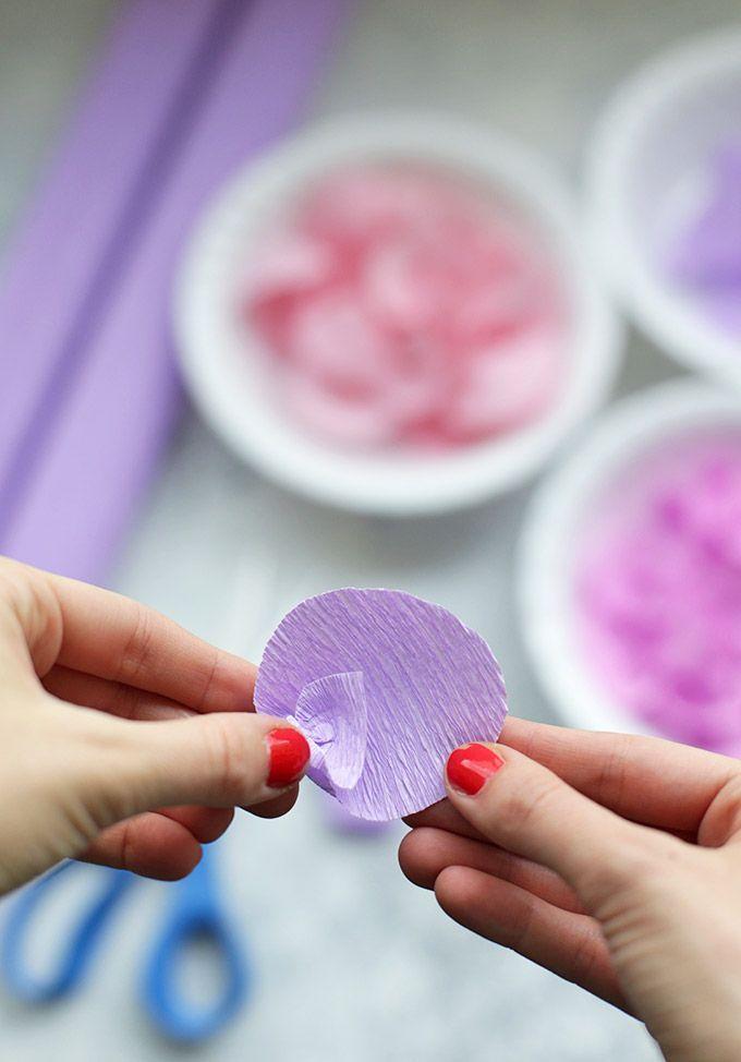 шаг 4 делаем лепестки бумажной глицинии