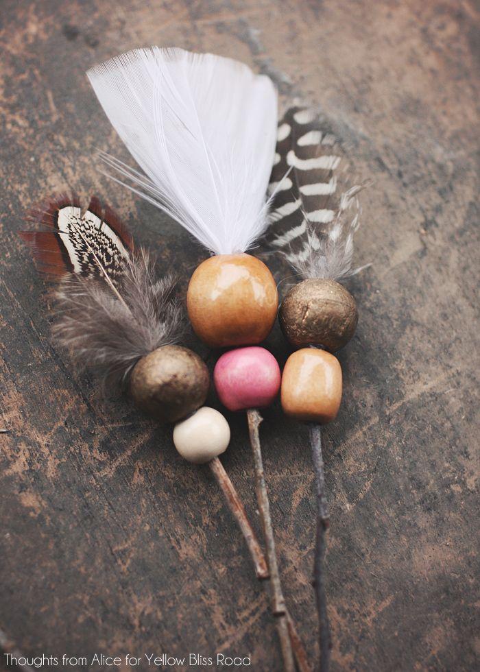 деревянные бусины на декоративных стрелах новогодних игрушках