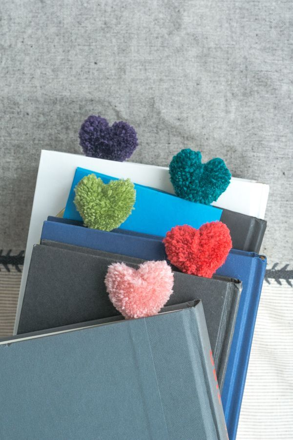 сердечки из помпона своими руками закладки для книг