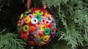 5 идей как сделать новогодние украшения из пуговиц